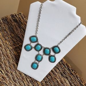 Turquoise and silvertone fashion necklace
